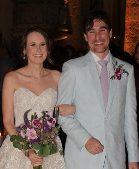 Los recién casados, Laura Obregón y John Hanley.